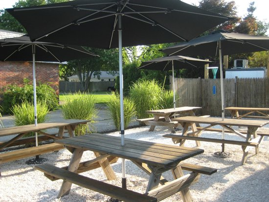 Flat Waves Food Shack: Outdoor Seating Area (surrounded by sea shells)