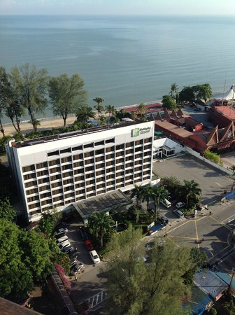 Holiday Inn Resort Penang : View of beach side from 21st  floor hill side
