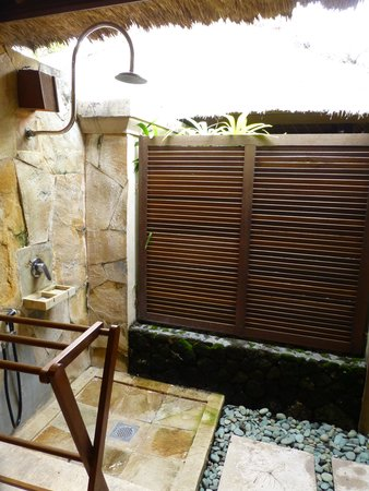 Mimpi Resort Menjangan: outdoor shower