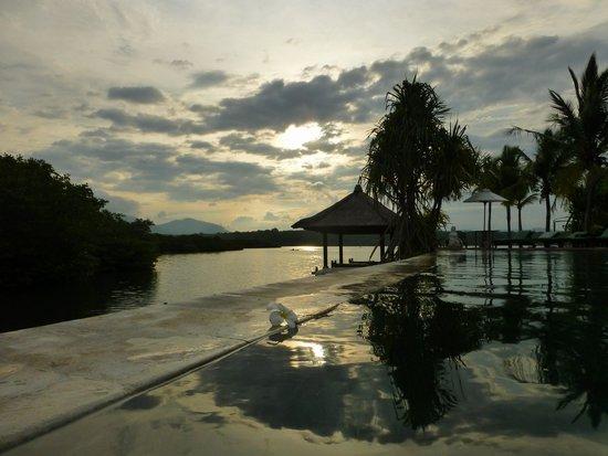 Mimpi Resort Menjangan : nightime from natural spring fed hot tub