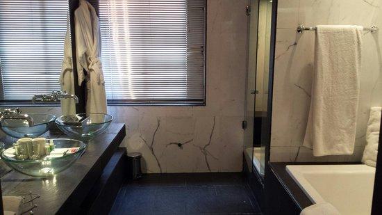 BAB HOTEL : Salle de bain (chambre de luxe )
