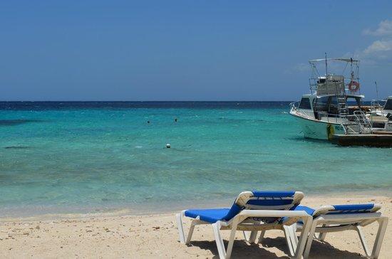 Curacao Marriott Beach Resort & Emerald Casino: beach area