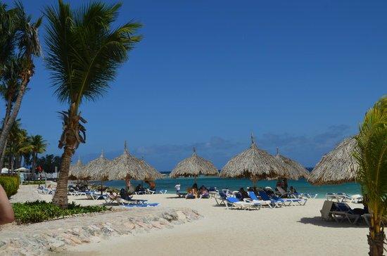 Curacao Marriott Beach Resort & Emerald Casino: view of huts on the beach