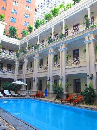 Grand Hotel Saigon: Pool area