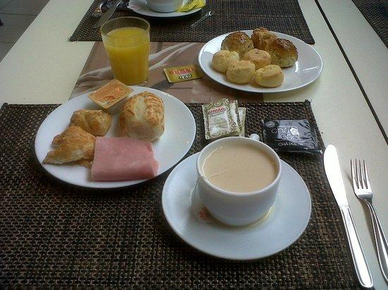 Nobile Suites Congonhas: Desayuno en el Blue Tree Premium Conghonas