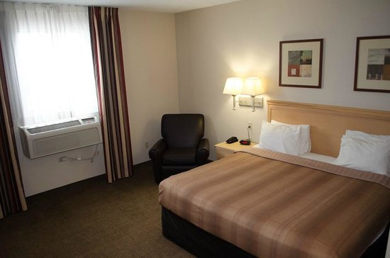 Candlewood Suites Meridian Business Center: Sitting chair in room