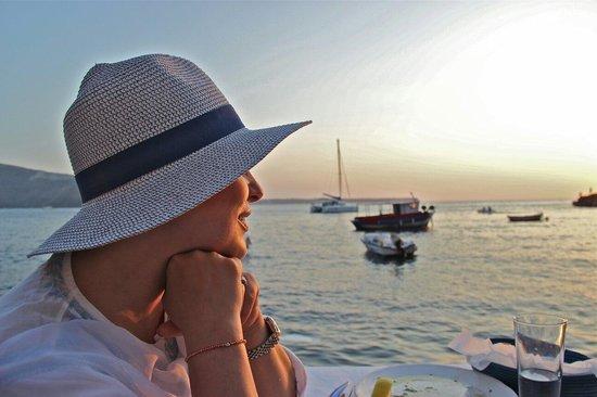 Sunset Ammoudi Taverna: Vue sunset depuis ma table
