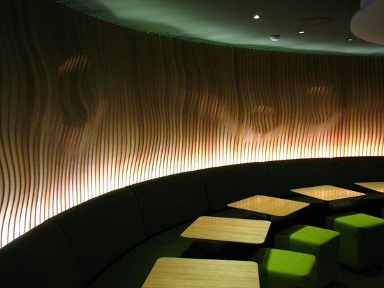 Hotel Odyssey by Elegancia: Bar.