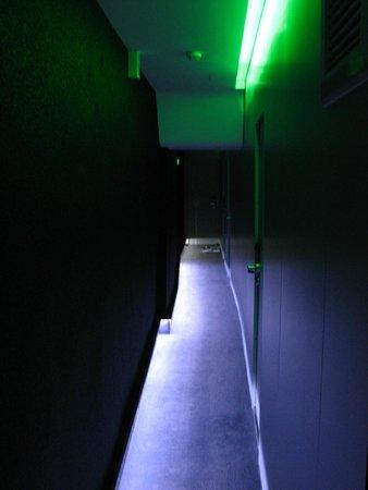Hotel Odyssey by Elegancia: Hallway to room.
