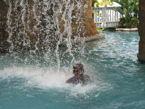 Melia Nassau Beach - All Inclusive : Waterfall at one of the pools