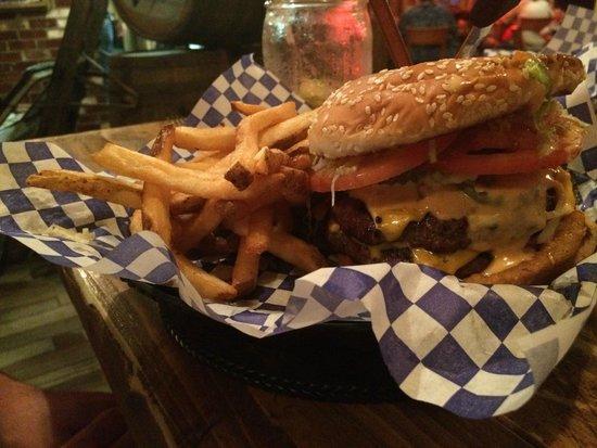 J.T. Hannah's Kitchen: Burger