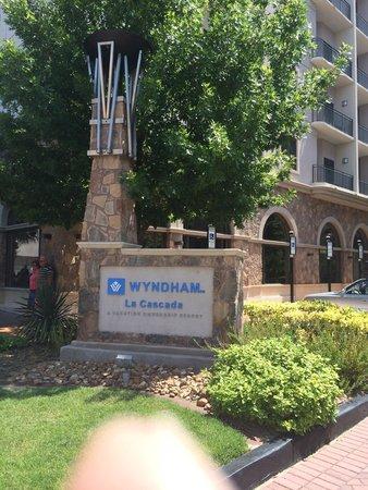 Wyndham La Cascada: Entrance sign