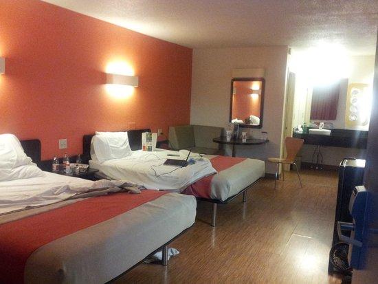 Motel 6 Martinsburg: Inside the hotel