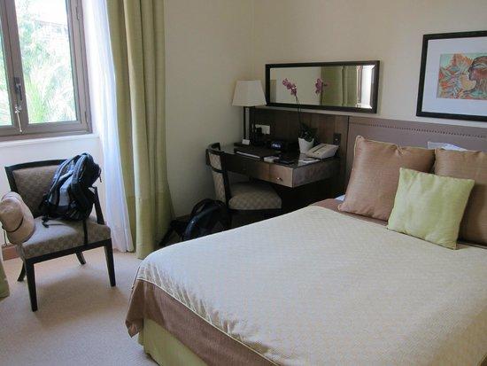 Hotel Royal-Riviera : TINY room!