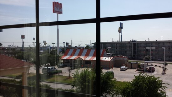 BEST WESTERN Windsor Pointe Hotel & Suites-AT&T Center: Whataburger right next door