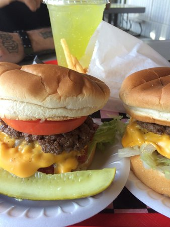 "Gordy's HI Hat Drive-Inn : Big ""G"" Burgers"