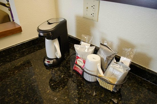 Hyatt Place Colorado Springs: Good coffee maker and supplies
