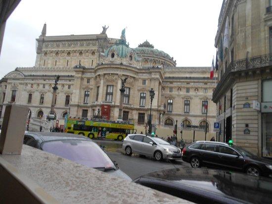 Opera district: Вид на Оперу от музея Фрагонар