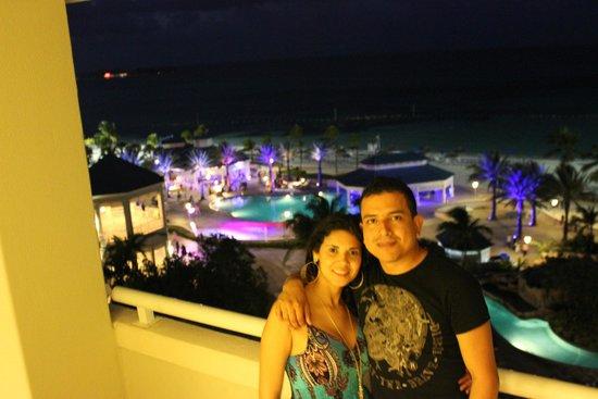 Melia Nassau Beach - All Inclusive : disfrutando de la vista nocturna a la picina