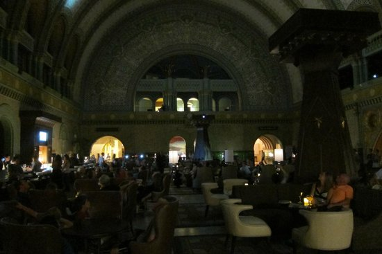 St. Louis Union Station: The lobby bar area for the hotel in the station