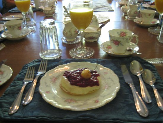 Albion Manor Bed and Breakfast: Beautifully Set Breakfast Dining Table