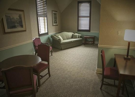 Arlington Hotel: A Two room Suite