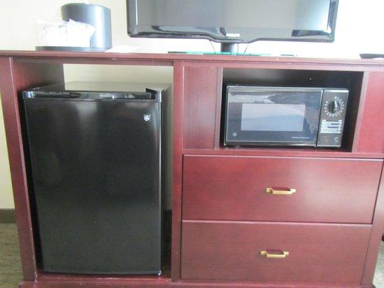 Oxford Suites Downtown Spokane: T.V., microwave & mini fridge