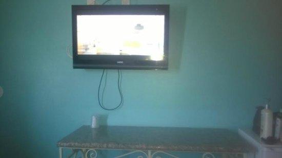 Starlight Inn Van Nuys: 2nd 32 inch television photo.