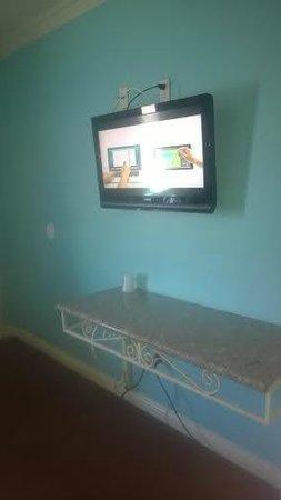 Starlight Inn Van Nuys: 32 inch television.