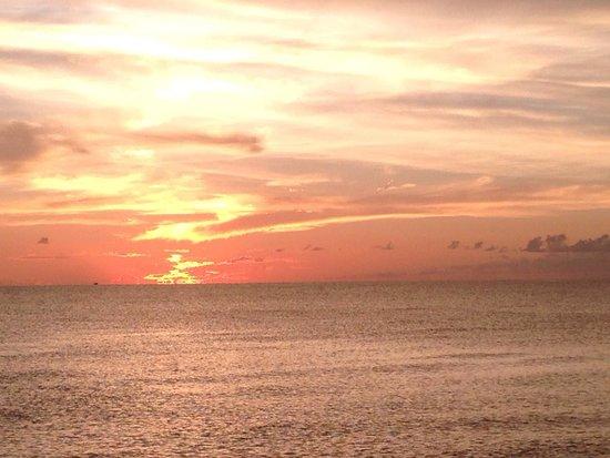 Edgewater Beach Hotel: Beautiful sunset