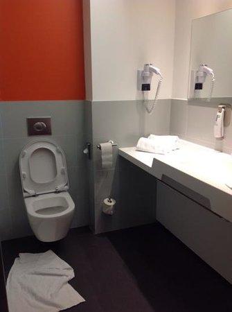 Ibis Styles Caen Centre Gare : baño