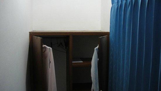Satriya Cottages: dresser