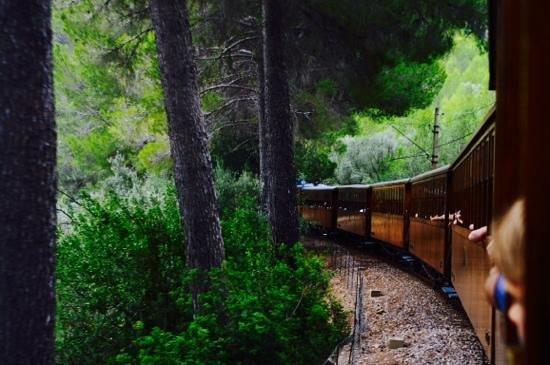 Straßenbahn Sóller: le train vu du dernier wagon côté gauche
