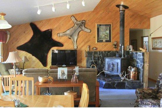 Ocean Bluff Bed and Breakfast: Ocean Bluff living room