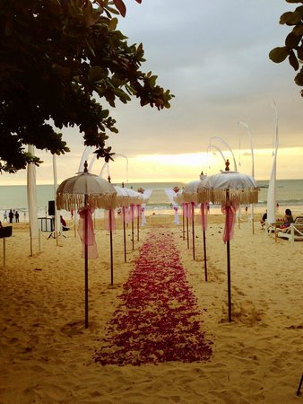 Keraton Jimbaran Beach Resort : Wedding ceremony on beach in front of hotel