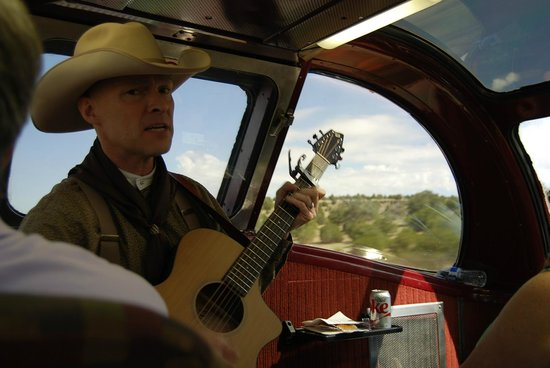 Grand Canyon Railway: one of the two performers