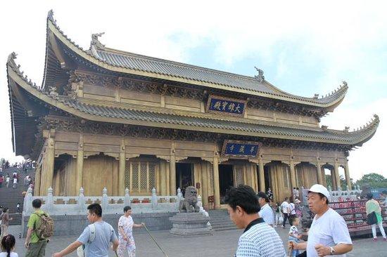 Mount Emei (Emeishan): Temple