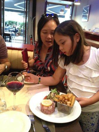LE RIVA cafe : food sampling on tour