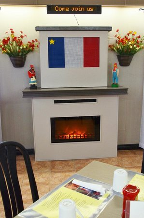 Cafe l'Acadie: A small fireplace and strains of traditional French music playing add to the cozy ambiance here.