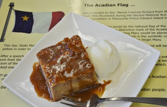 Cafe l'Acadie: Traditional, moist bread pudding with warm maple sauce and ice cream...yum! Generous portion, to