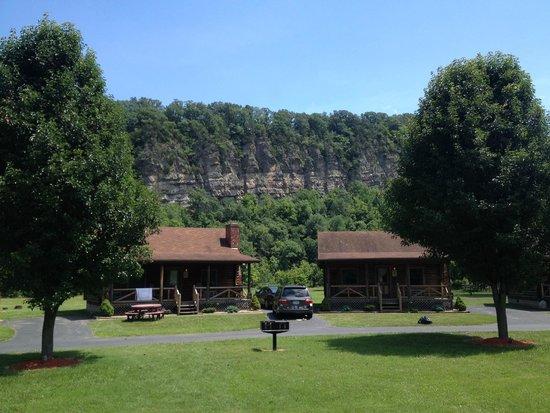 Smoke Hole Caverns & Log Cabin Resort : Mountains in backyard