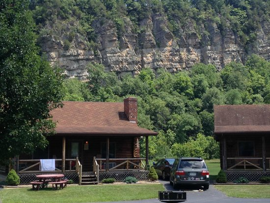 Smoke Hole Caverns & Log Cabin Resort : Mountains in backyard (closer up)