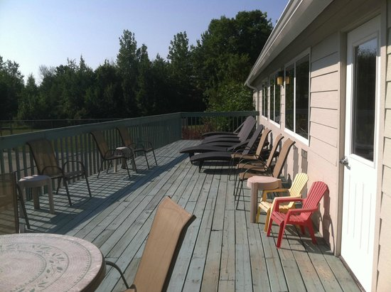 Parkwood Lodge: Sun Deck outside the pool area ( pool is indoors)