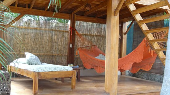 The Beach Bungalows Bed & Breakfast: Outdoor living room!