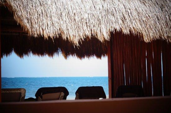 Now Sapphire Riviera Cancun: Palapa junto al mar
