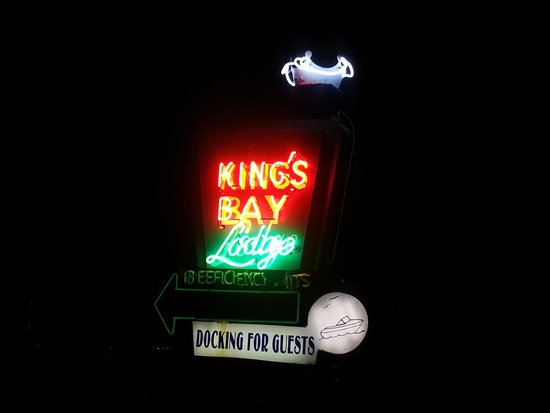 King's Bay Lodge: Neon sign