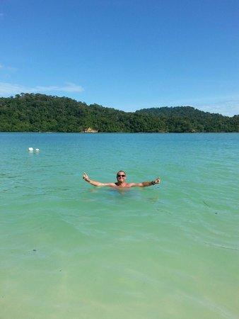 Beras Basah Island : Une baignade inoubliable dans une eau turquoise