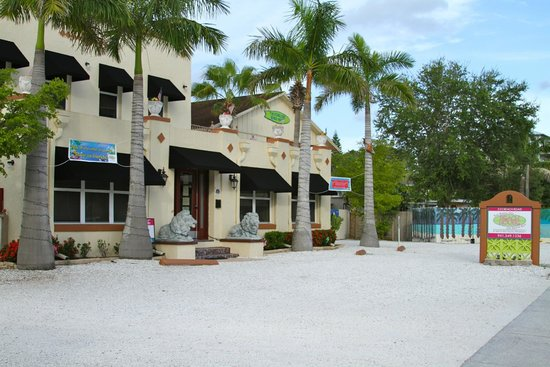 The Ringling Beach House - A Siesta Key Suites Property: Adorable property