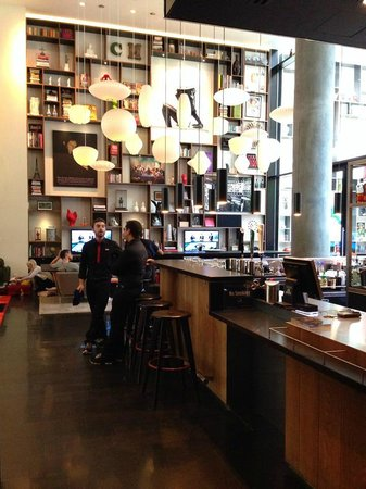 citizenM New York Times Square: Lobby, bar