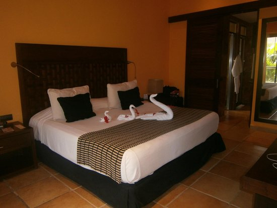 Catalonia Riviera Maya: Upgraded rooms (living area was in a separate room)